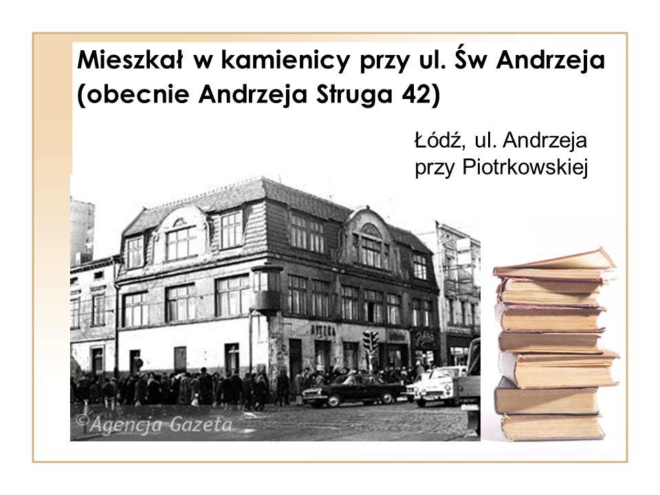 Mieszkał w kamienicy przy ul. Św Andrzeja (obecnie Andrzeja Struga 42)