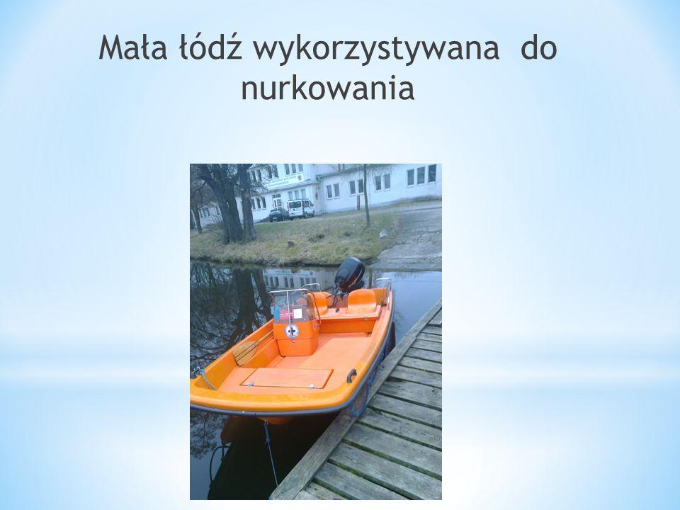 Mała łódź wykorzystywana do nurkowania