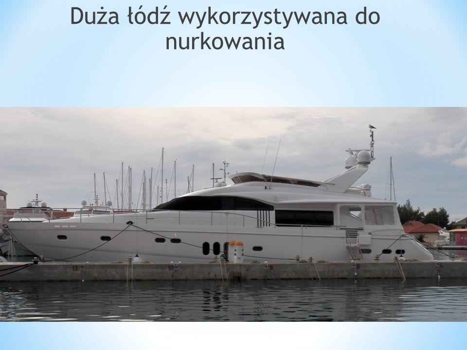Duża łódź wykorzystywana do nurkowania