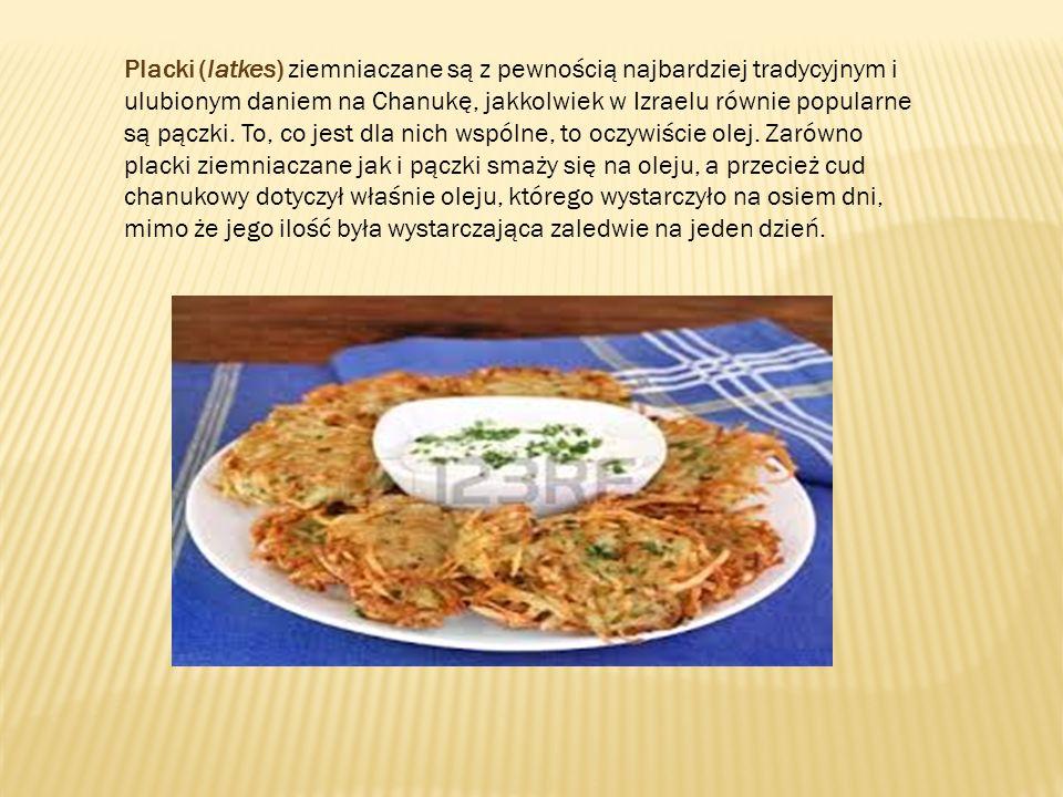 Placki (latkes) ziemniaczane są z pewnością najbardziej tradycyjnym i ulubionym daniem na Chanukę, jakkolwiek w Izraelu równie popularne są pączki.