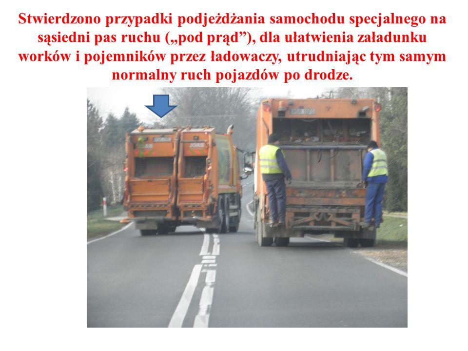 """Stwierdzono przypadki podjeżdżania samochodu specjalnego na sąsiedni pas ruchu (""""pod prąd ), dla ułatwienia załadunku worków i pojemników przez ładowaczy, utrudniając tym samym normalny ruch pojazdów po drodze."""
