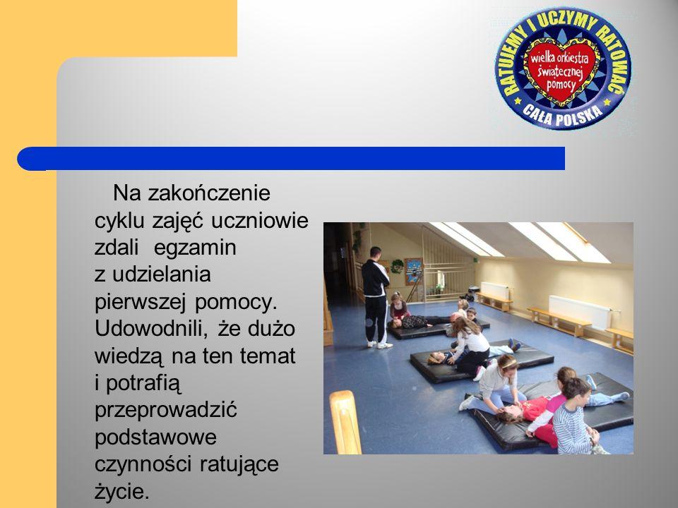 Na zakończenie cyklu zajęć uczniowie zdali egzamin z udzielania pierwszej pomocy.