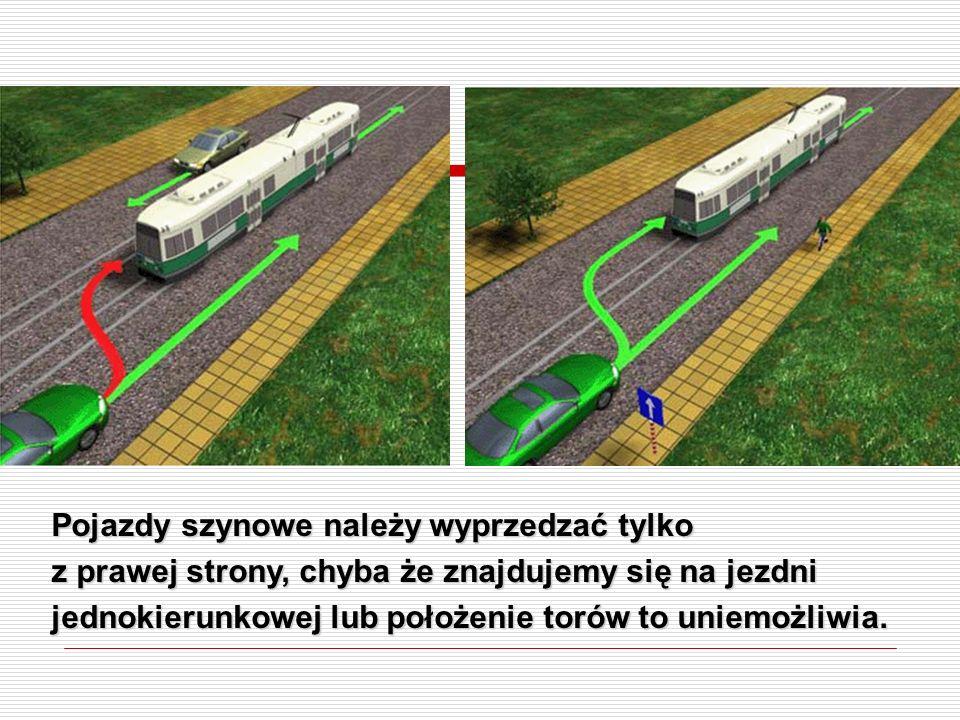 Pojazdy szynowe należy wyprzedzać tylko z prawej strony, chyba że znajdujemy się na jezdni jednokierunkowej lub położenie torów to uniemożliwia.