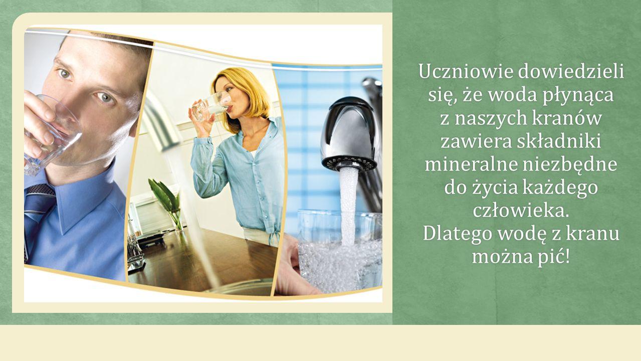 Uczniowie dowiedzieli się, że woda płynąca z naszych kranów zawiera składniki mineralne niezbędne do życia każdego człowieka.