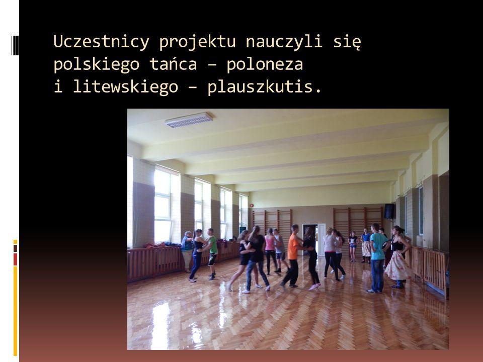 Uczestnicy projektu nauczyli się polskiego tańca – poloneza i litewskiego – plauszkutis.