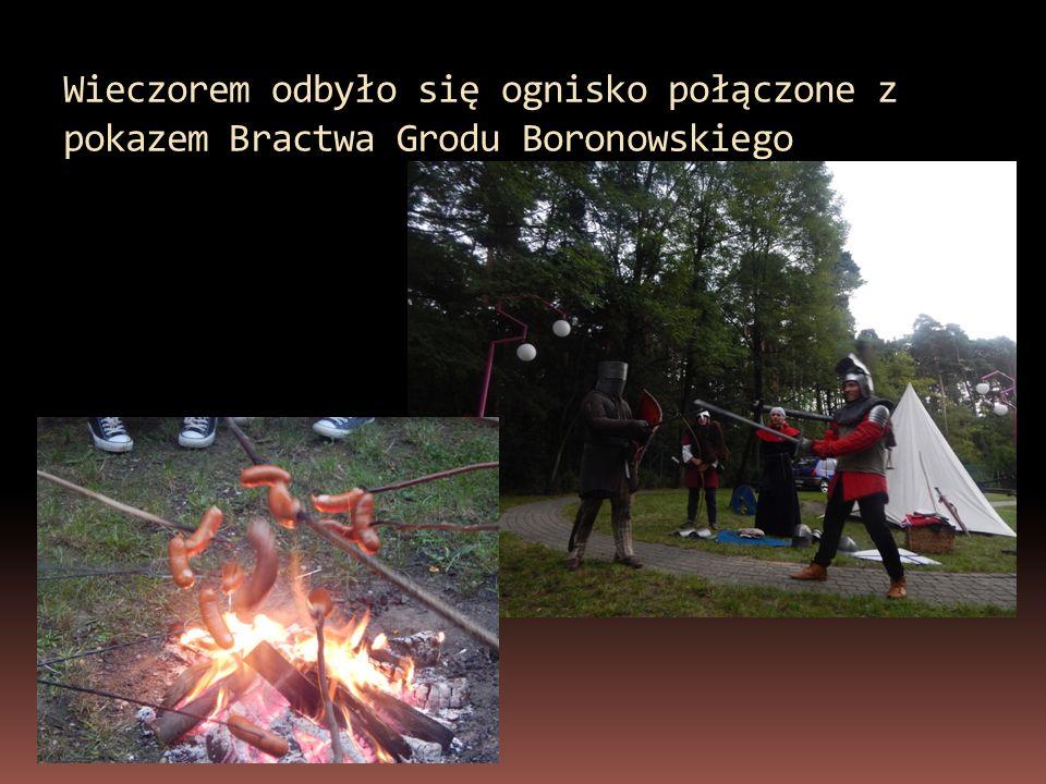Wieczorem odbyło się ognisko połączone z pokazem Bractwa Grodu Boronowskiego