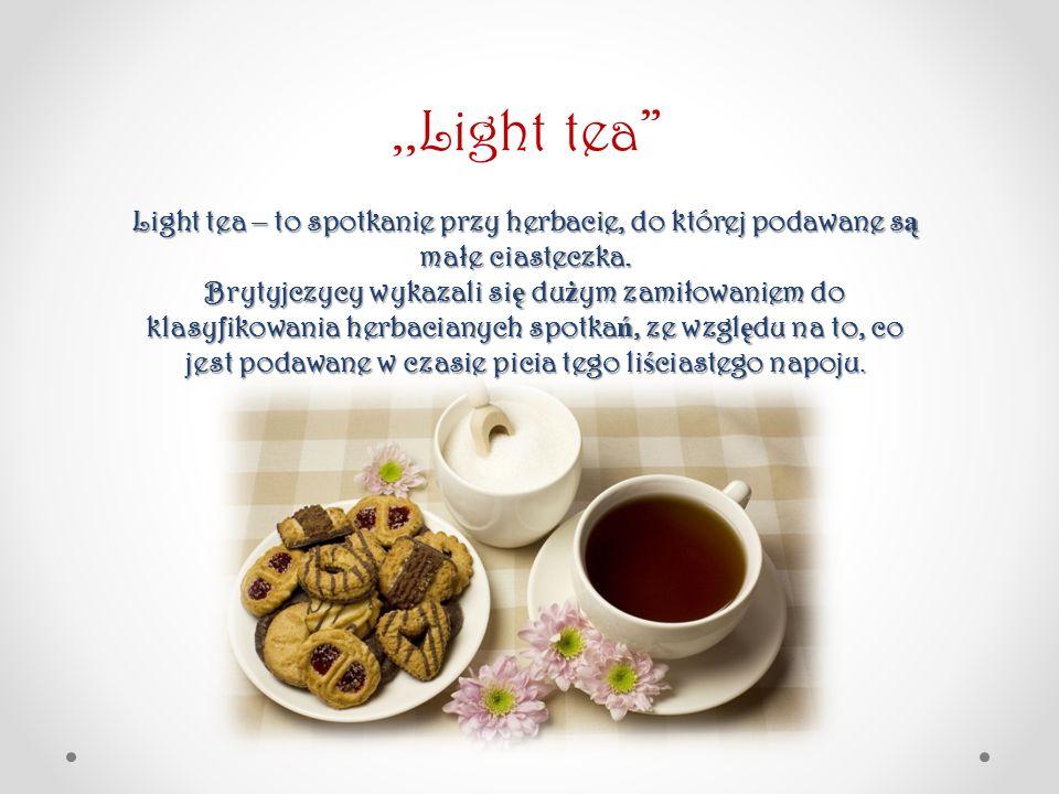 ,,Light tea Light tea – to spotkanie przy herbacie, do której podawane są małe ciasteczka.