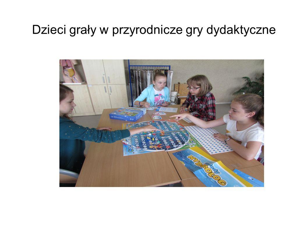 Dzieci grały w przyrodnicze gry dydaktyczne