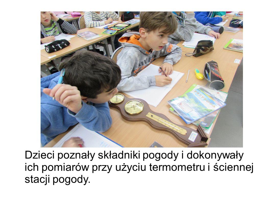 Dzieci poznały składniki pogody i dokonywały ich pomiarów przy użyciu termometru i ściennej stacji pogody.